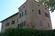 Restauro della facciate e della copertura del castello di Roatto